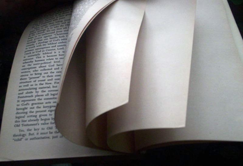 Fin d'un livre et pages qui se tournent