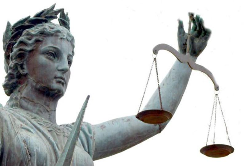 Symboles de la justice : la déesse Thémis avec la balance et le glaive